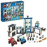 LEGO City Stazione di Polizia, Set di Costruzioni per Bambini con 2 Camion Giocattolo, Mattoncini Sonori e Luminosi, un Drone e una Motocicletta, 60246